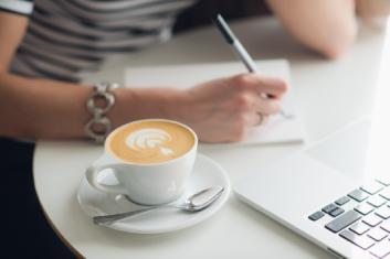 copywriter-web-manos-escritora